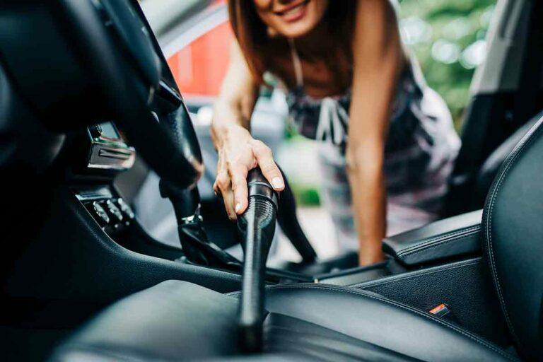 come pulire gli interni dell'automobile